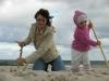 Dziewczyny kopi¹ce w piachu